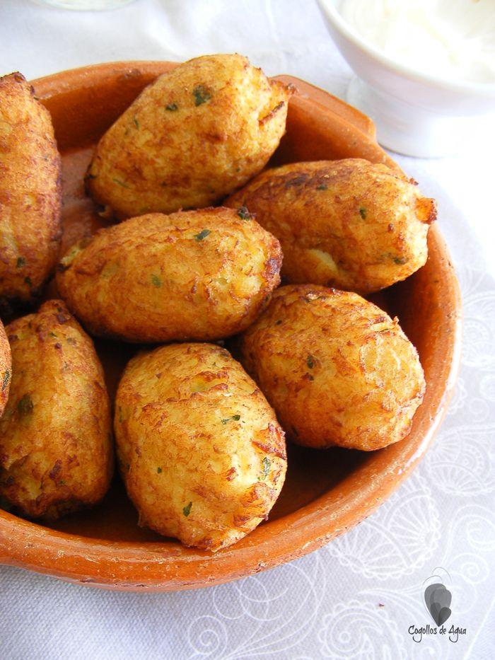 Cocina Tradicional. Buñuelos de bacalao y patata. Recetas de Semana Santa