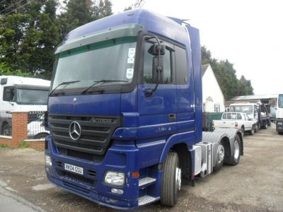 Just Added! A dark blue 2004 Mercedes-Benz Actros 6x2 tractor unit - take a look at it in Kent more: http://www.trucklocator.co.uk/view-truck-for-sale.php?van=109692=Mercedes-Benz-Actros