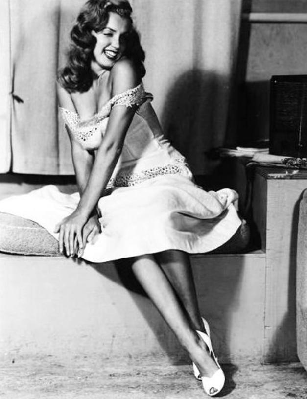 1949 : Marilyn Earl MORAN