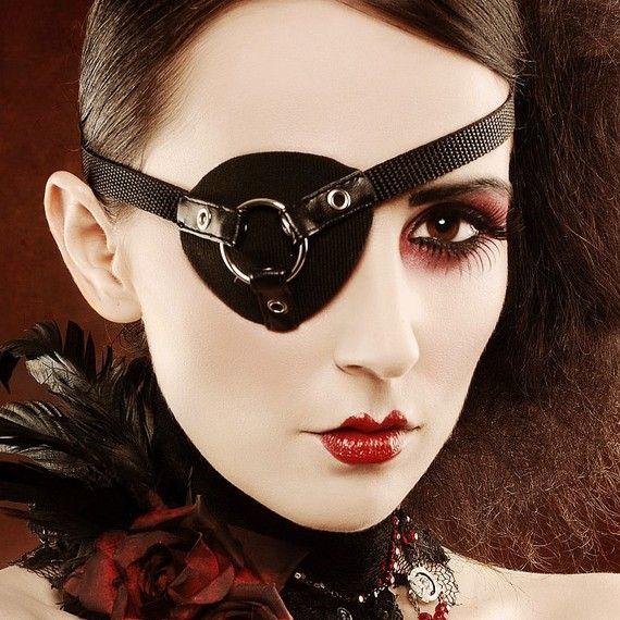 I liket his but think its funny that it is a MEN's eye patch but modeled by a woman (who looks great in it, and not like aman at all)