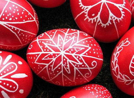 Traditional Easter Eggs (No Special Supplies) ∙ How To by Kata B. on Cut Out + Keep