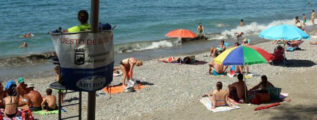 Cambia el viento y Málaga iza la bandera verde en sus playas