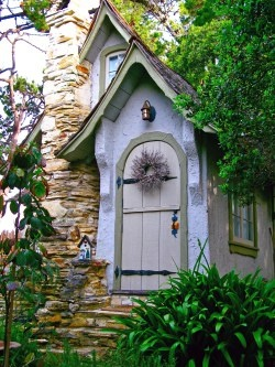 Lots of great historical info. on this link about  Hugh Comstock, the builder of Carmel fairy tale cottages in Carmel, CA...IMG_0515