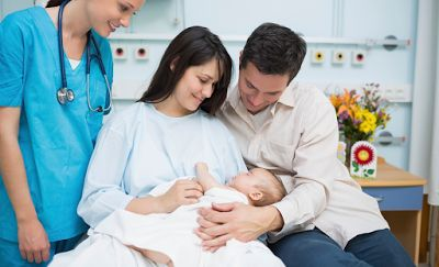 Οι τοκετοί που γίνονται στη διάρκεια του Σαββατοκύριακου εμφανίζουν περισσότερες επιπλοκές τόσο για τις μητέρες, όσο και τα μωρά τους, σύμφωνα με μια νέα βρετανική επιστημονική έρευνα