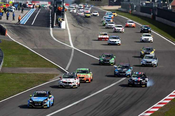 BMW M235i Racing Cup auf dem Nürburgring (Foto: BMW)