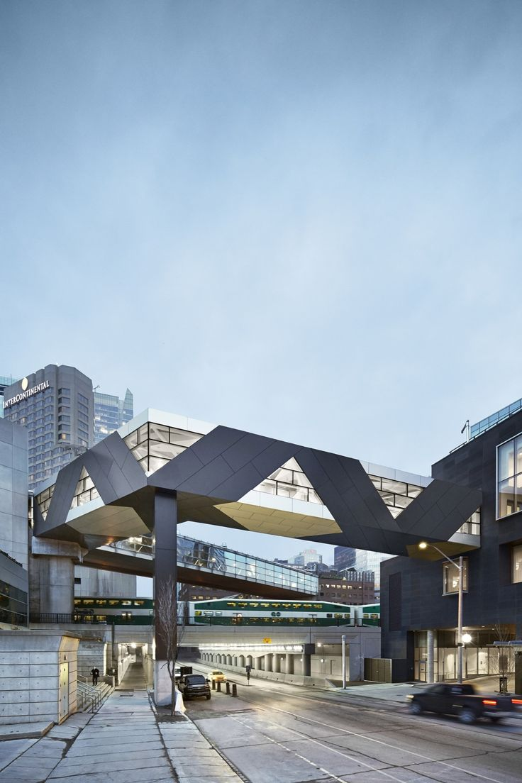 Completed in 2015 in Toronto, Canada. Images by Andrew Rowatt. The SFC Bridge, designed by Toronto-based artists Jennifer Marman and Daniel Borins in collaboration with New York-based architect James Khamsi,...