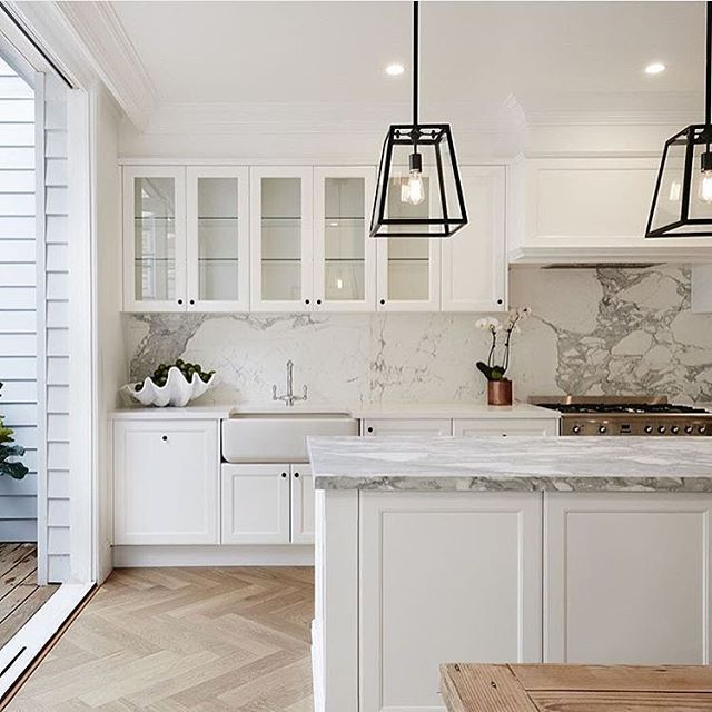 White cabinets, marble & herringbone floors look gorgeous together in this design by @kashayacointeriors.