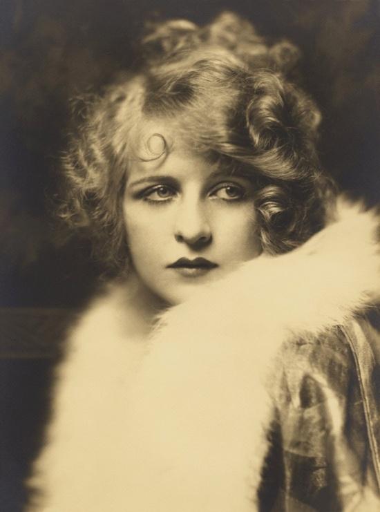 Ziegfeld gir Myrna Darby 1920s photo