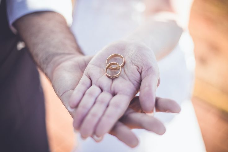 Save the cost of marriage is the desire of all couples. The cost of marriage during this has always been one of the factors that prevented a person getting married. Often married desire has been surge, but stuck due to cost factors.