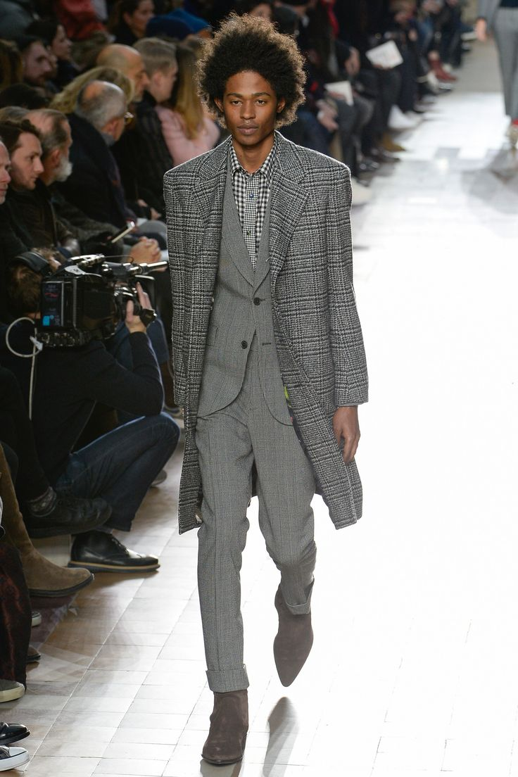 See the complete Paul Smith Fall 2017 Ready-to-Wear collection.
