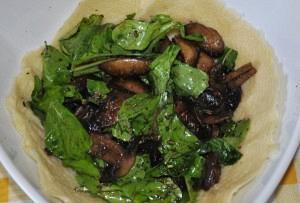 Φωλιά παρμεζάνας με ρόκα και μανιτάρια φούρνου