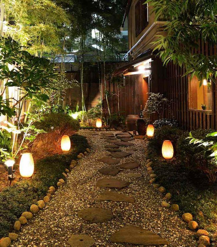 design-extérieur-allée-jardin-pas-japonais-lanternes-LED-bornes-lumineuses