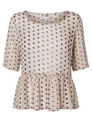 Polka dots are playful and ultra feminine. #veromoda #polkadots #fashion #style