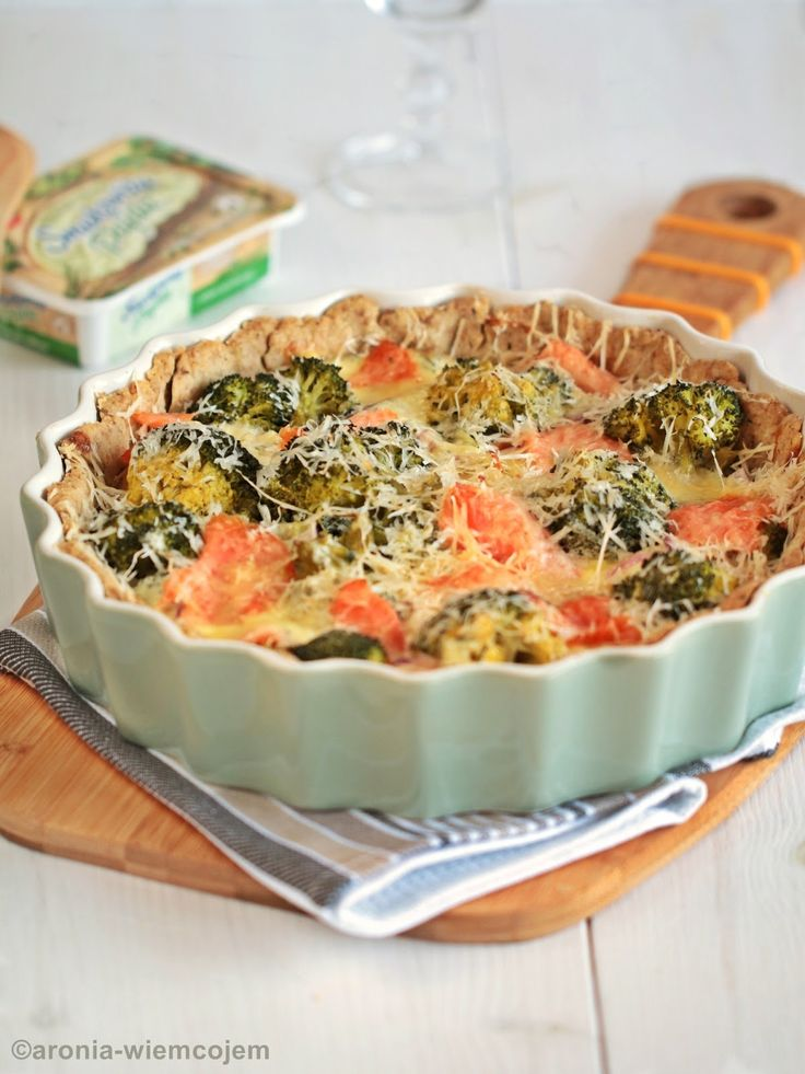 Wiem co jem - Quiche brokułowy z wędzonym łososiem