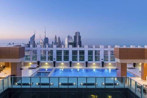 Sheraton Grand Hotel, Dubai - Situé sur la route Sheikh Zayed à Dubaï, l'élégant hôtel non-fumeurs Sheraton Grand Hotel offre des vues pittoresques sur les toits de Dubaï. Il vous accueille à 10 minutes à pied de la station de métro World Trade Centre. Adresse Sheraton Grand Hotel, Dubai: Sheikh Zayed Road 3 123979 Dubai