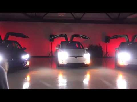 Tesla Model X can perform a Christmas light show all by itself - http://www.baindaily.com/?p=353738