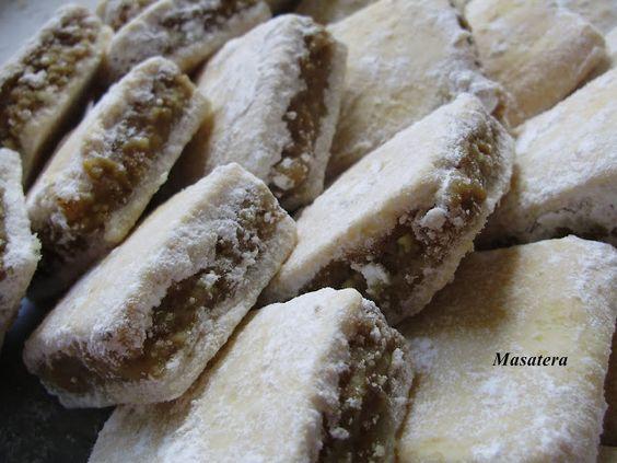 Sastojci: Tijesto: 30 dag oštrog brašna 5 dag šećera 20 dag maslaca 2 žlice kiselog vrhnja prstohvat soli Nadjev: 30 dag m...