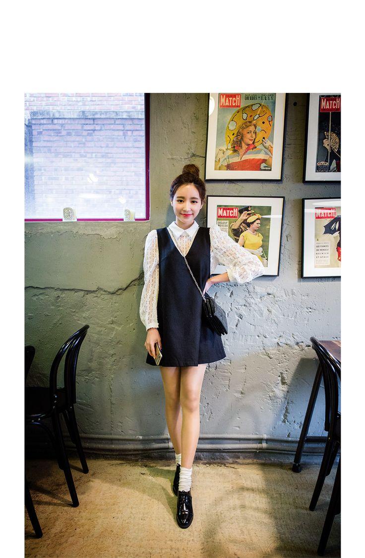 シースルーレースブラウス|レース素材使用のガリーなブラウス。 ニットベストやワンピースとのレイヤードコーデもよし、 単品での大胆でセクシーな大人女性のシースルールックとしてもGOOD◎ カラフルなスカートやパンツと合わせてもこなれ感のあるおしゃれコーデが完成♪ ◆2色 :アイボリー/ブラック|