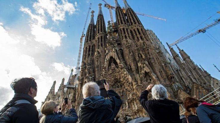 O turismo no mundo inteiro movimentou 1,2 mil milhões de pessoas em 2016. Um quarto viajou por motivos religiosos. http://observador.pt/2017/11/22/turismo-mundial-movimentou-12-mil-milhoes-de-pessoas-em-2016-um-quarto-viajou-por-motivos-religiosos/?/