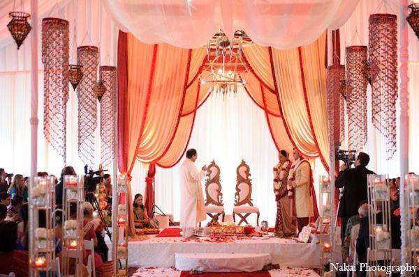 the bride and groom participate in gujarati hindu customs