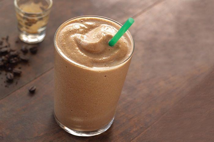 Ook door je koffie kun je extra eiwitten verwerken. In deze blogpost geven we je een recept voor een heerlijke eiwit frappucino!