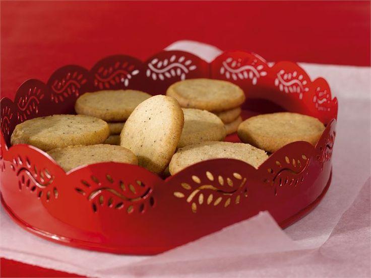 Pikkuleivät ovat makea lahjaidea. Pakkaa pikkuleivät sellofaaniin, kietaise pussi kiinni kauniilla silkkinauhalla ja yllätä ystäväsi.