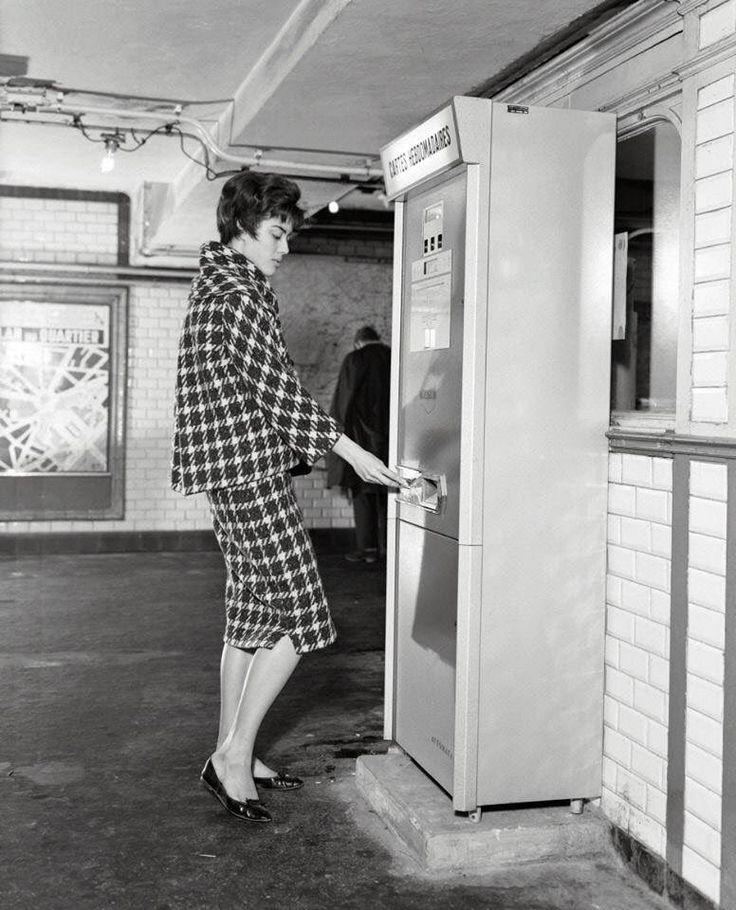 #Mode et #Metro ...1961 ! Avant la carte #Navigo !#Paris #ratp #transport #fashion #lifestyle #tourisme