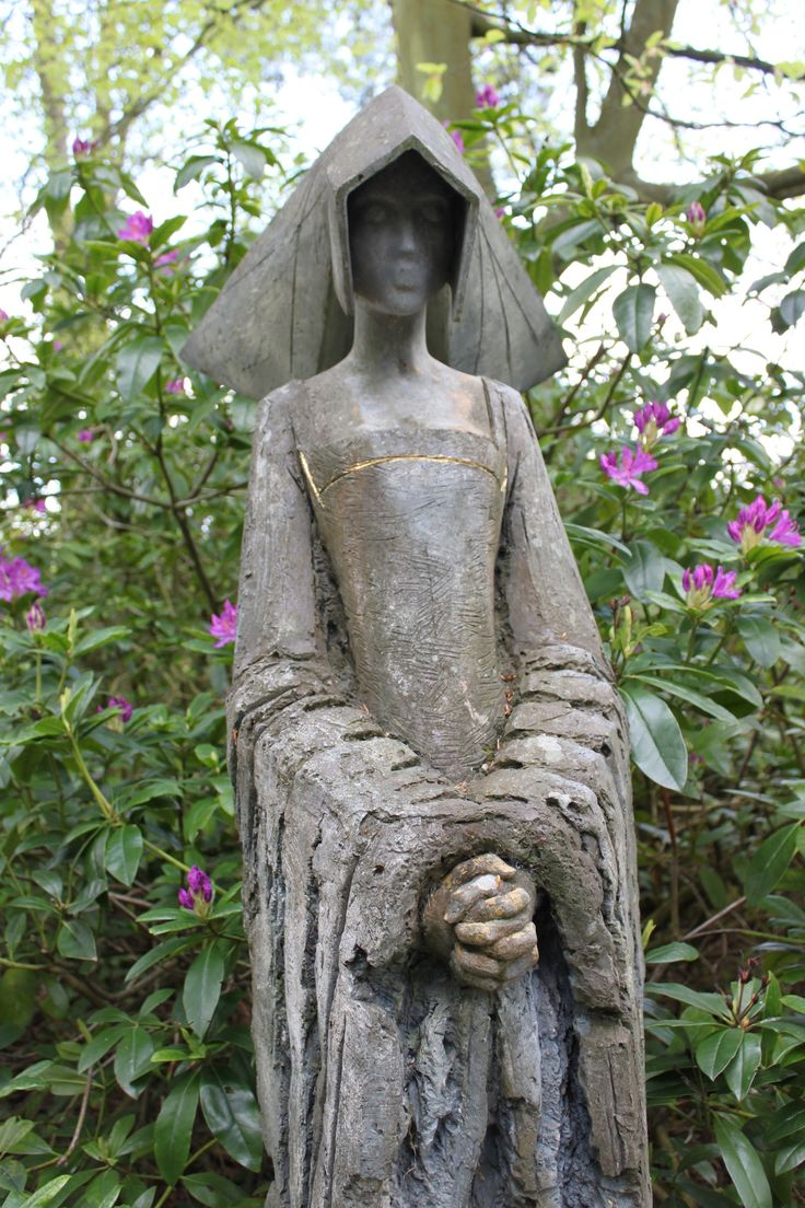 Anne Boleyn sculpture by Philip Jackson 501