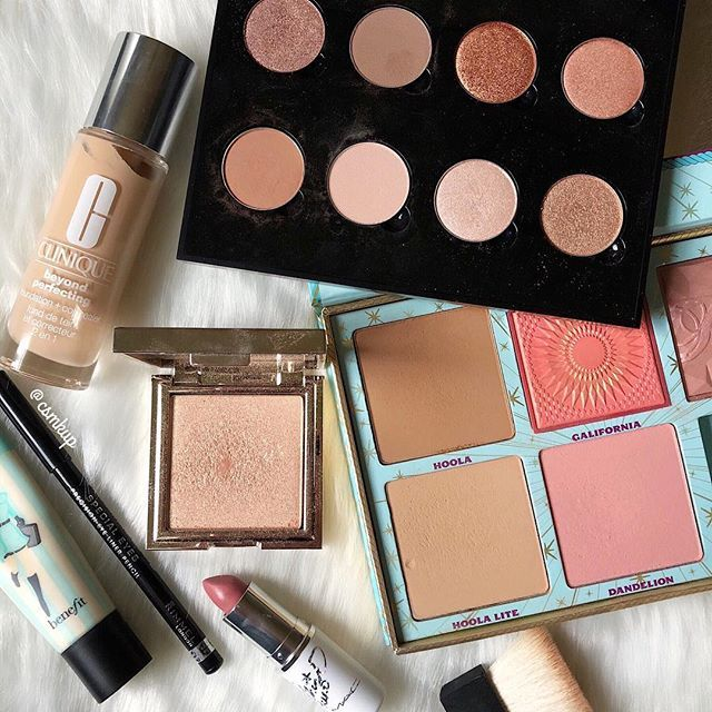 Merry Christmas Eve! Here are some products I used today.  I've really been enjoying my @anastasiabeverlyhills single eyeshadow palette. It's always fun creating your own! I've also been LOVING the benefit cheek parade. For all you fair girls out there, you would love Hoola Lite!  @benefitcosmetics @clinique @jouercosmetics @maccosmetics @rimmellondonus . . . . . #motd #anastasiabeverlyhills #jouercosmetics #jouerhighlighter #clinique #benefitcosmetics #hoolabronzer #eyeshadowpalette #sla...