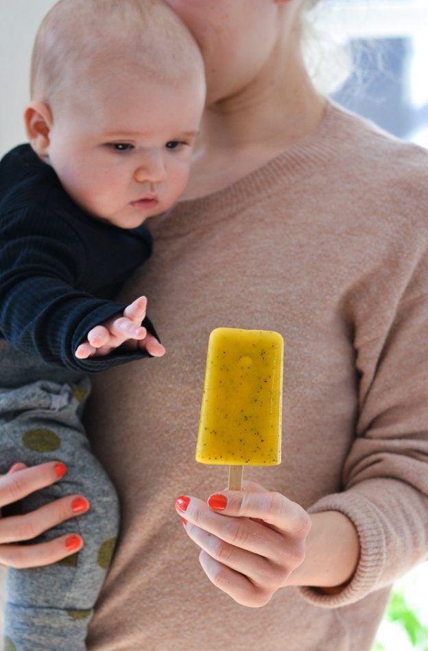 Tropical yoghurt popsicles - a tasty love story