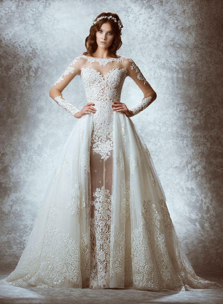 Vestido de noiva Zuhair Murad de Inverno 2015. O interessante neste vestido é a cauda que começa nas laterais, deixando a parte frontal aparente e inteiriça com o restante do vestido.