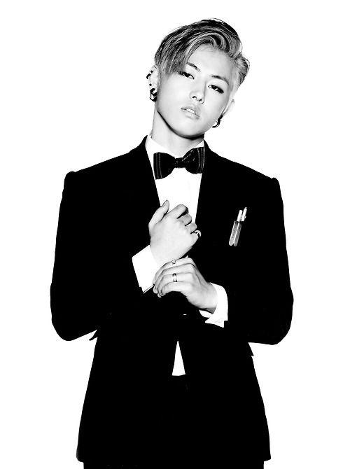 .UKwon ~~~~ block b (omg look at him LOOK)