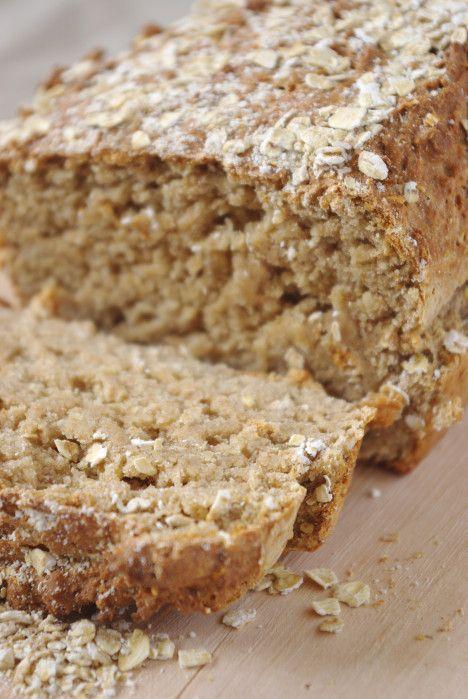 J'ai trouvé cette superbe recette sur le magnifique blog de Laurence, Petits repas entre amis. Elle est toujours à l'affût de recettes saines et bonnes comme ce délicieux pain. J'ai légérement modifié la recette puisque je n'avais pas tous les ingrédients...