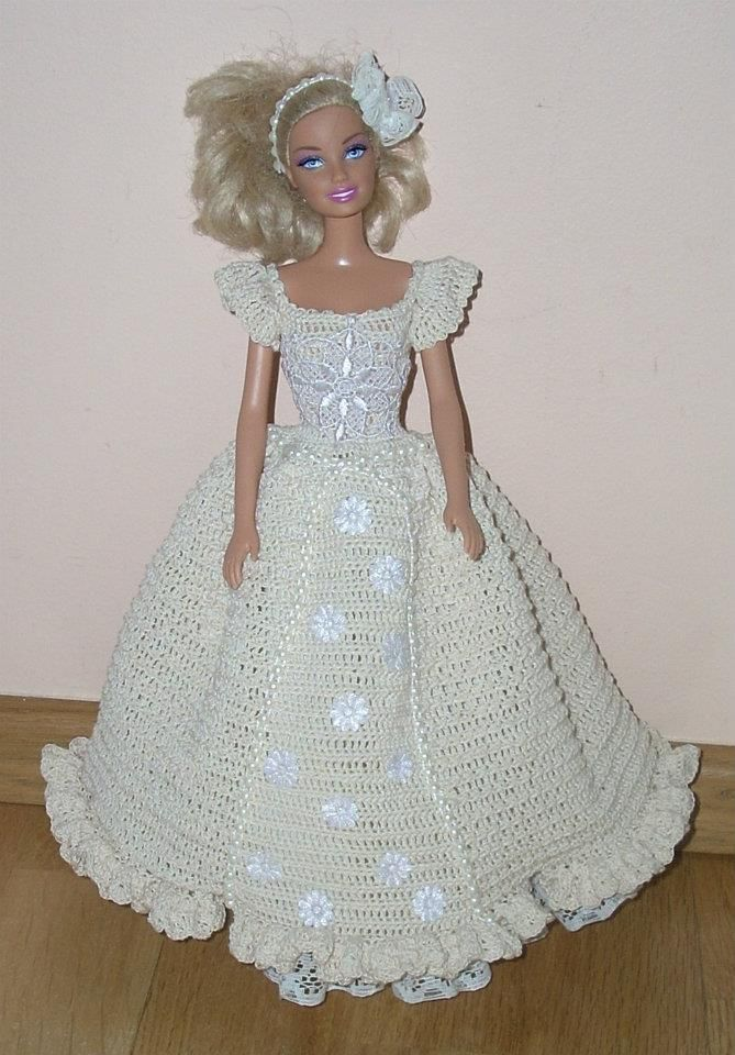 Barbie en vestido en crochet.