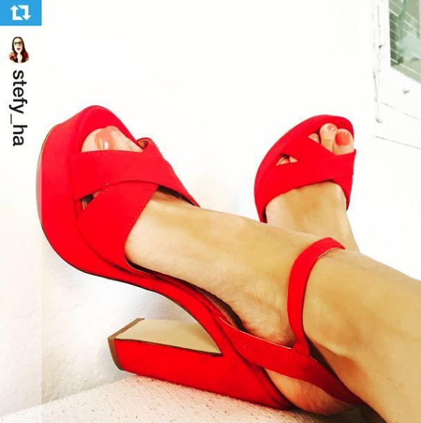 Sandalias rojas con plataforma. Disponibles también en negro  Chicas Lolita Blu ¡ Gracias¡