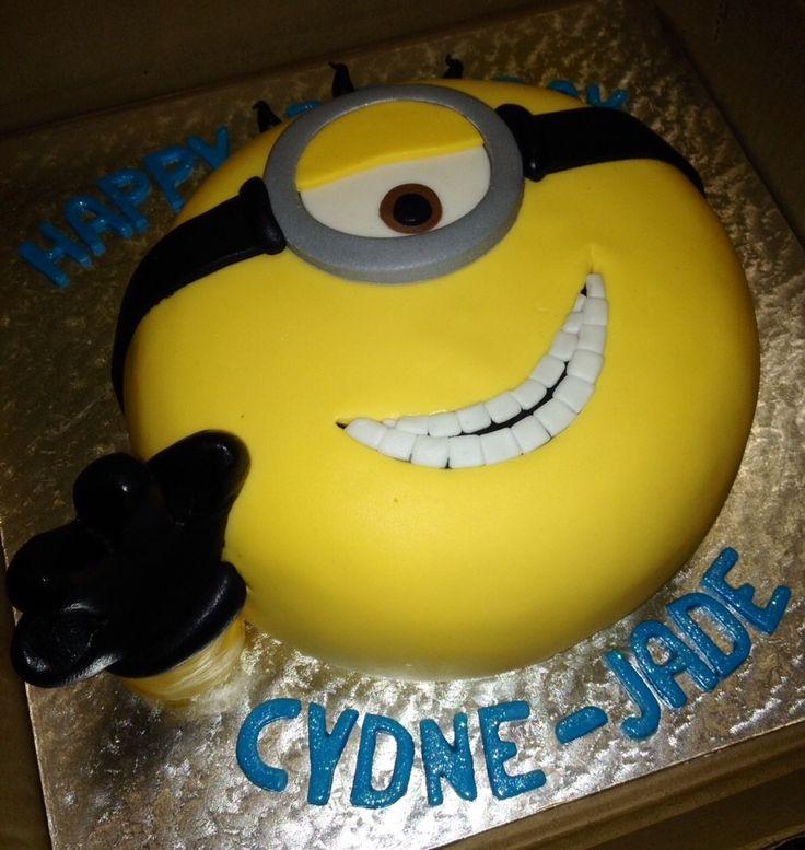 Minion face cake