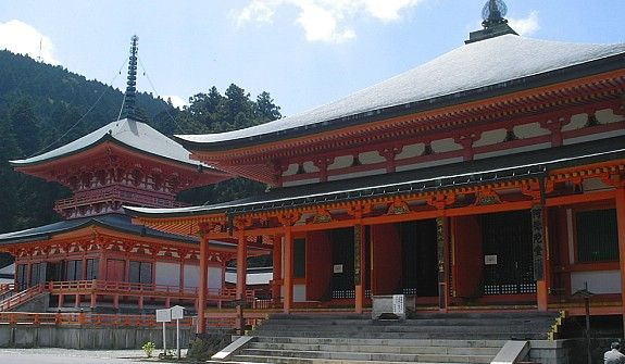 Kyoto Travel: Enryakuji Temple (Mount Hieizan) Located in Kyoto's eastern mountain range on Mount Hieizan (比叡山), Enryakuji (延暦寺) is one of the most important monasteries in Japanese history and the headquarters of the Tendai sect of Japanese Buddhism. Many influential monks studied at Enryakuji, including the founders of a number of later sects, such as the Pure Land (Jodo), Zen and Nichiren sects.