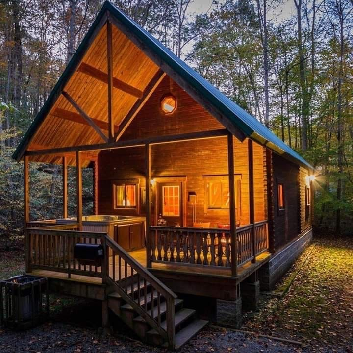28 Stunning Tiny Log Cabin Design Ideas That Inspire Like Design Ideas In 2020 Tiny Log Cabins Rustic Lake Houses Log Cabin Designs