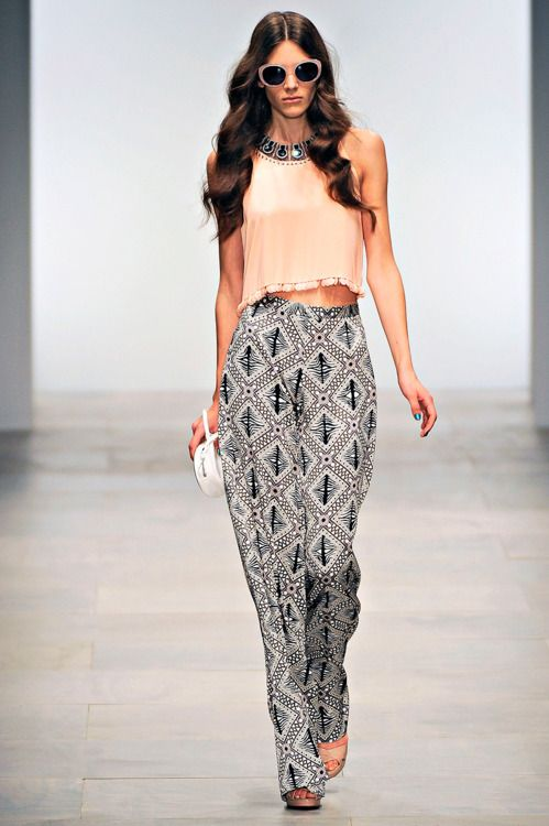 .: Runway High Fashion, Printed Pants, Fashion Style, Clothes, Holiday Outfit, Fashion Inspiration, Spring Outfit, Pants Pattern, Runway Stylez