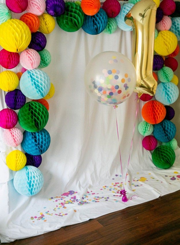 Isla's Confetti-Filled First Birthday Party | Honeycomb, confetti, sprinkles galore!! Honeycomb backdrop for the #photobooth with lots of confetti and a balloon from #shopsweetlulu. #babysfirstbirthday