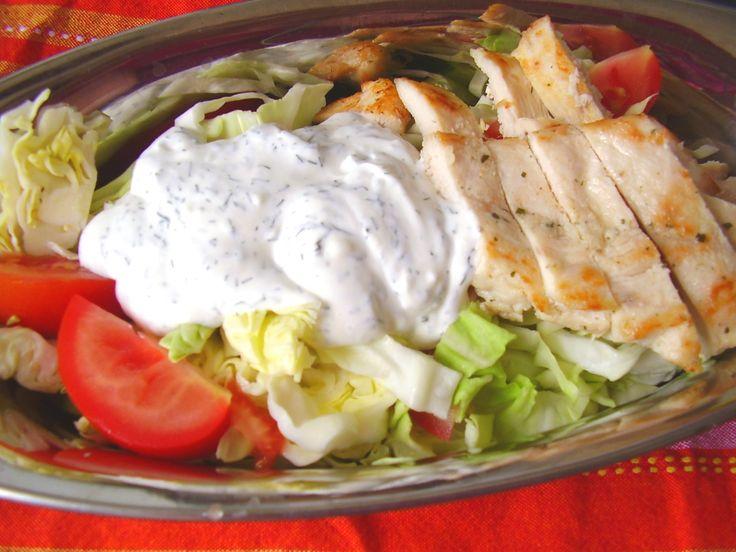 Gyors saláta natúr csirkemellel