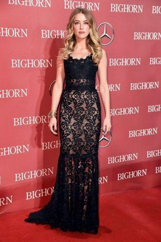 Festival de Cinema de Palm Springs 2016: Amber Heard roubou a cena com vestido Dolce & Gabbana.