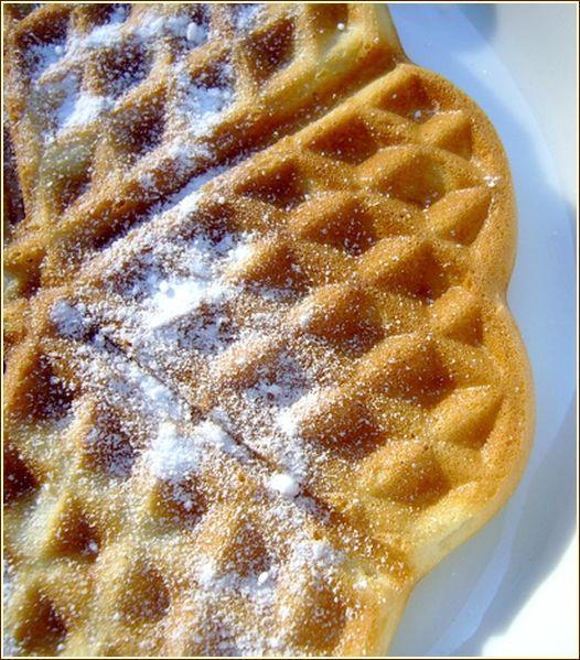 - 100 g di farina  - 50 g di zucchero  - 30g di burro fuso  - 1 cucchiaino di lievito in polvere  - 1 cucchiaino di zucchero vanigliato casa  - 17,5 ml di latte  - 1 uovo  - Olio 1 cucchiaino