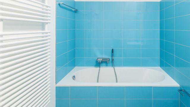 1000 id es sur le th me peindre salle de bain sur pinterest meubles de sall - Peinture sur faience salle de bain ...