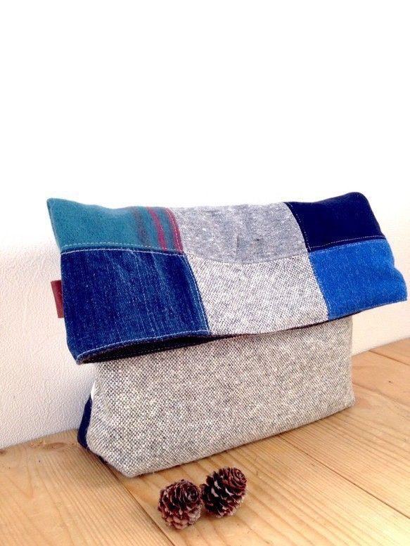 クラッチバッグ  デニム✖️帆布✖️赤タオル地✖️青フリース etcサイズ 縦23センチ×横30センチ マチあり             一点一点...|ハンドメイド、手作り、手仕事品の通販・販売・購入ならCreema。