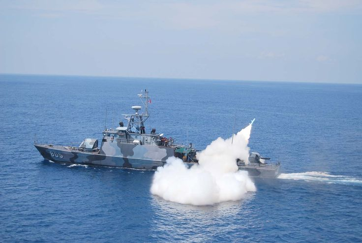 KRI Layang (805) merupakan kapal ketiga dari kapal perang jenis kapal cepat kelas Todak milik TNI AL. KRI Layang merupakan kapal ketiga dalam seri FPB57 Nav V yang dirancang dan dibangun sepenuhnya oleh PT PAL, Surabaya untuk TNI Angkatan Laut. KRI Layang masuk ke jajaran armada Angkatan Laut pada tahun 2003.