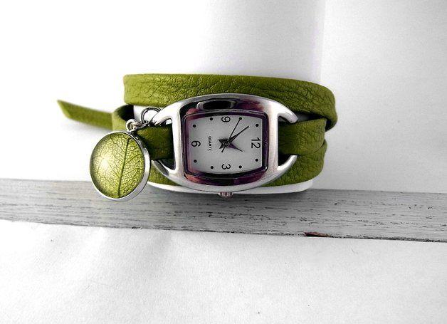 Relojes de pulsera - Reloj correa verde con colgante de hoja auténtica - hecho a mano por VillaSorgenfrei en DaWanda