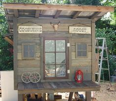The Old West Rooster Cogburn Red Lobster pallet coop - BackYard Chickens…