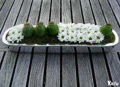 Bloemschikken Allerheiligen met chrysanten allerheiligenbloemstuk maken voor op het graf - Allerheiligen bloemstukje zelf maken