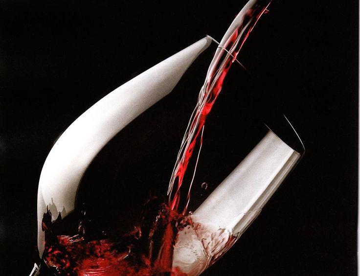 Aglianico Alla Spina I.G.T  E' un vino rosso prodotto in Campania dalle Cantine Varchetta,viticoltori dal 1891.  L'Aglianico è un vitigno rosso coltivato prevalentemente in Campania, Basilicata, Puglia e Molise.  E' un vitigno molto antico, sembrerebbe di origine ellenico, di cui ne deteneva originariamente il nome, introdotto in Italia alcuni secoli a.c. L'utilizzo del vitigno è predominante nella zona delMonte Vultureed è considerato uno dei migliori vini rossi italiani.  Un'altra…